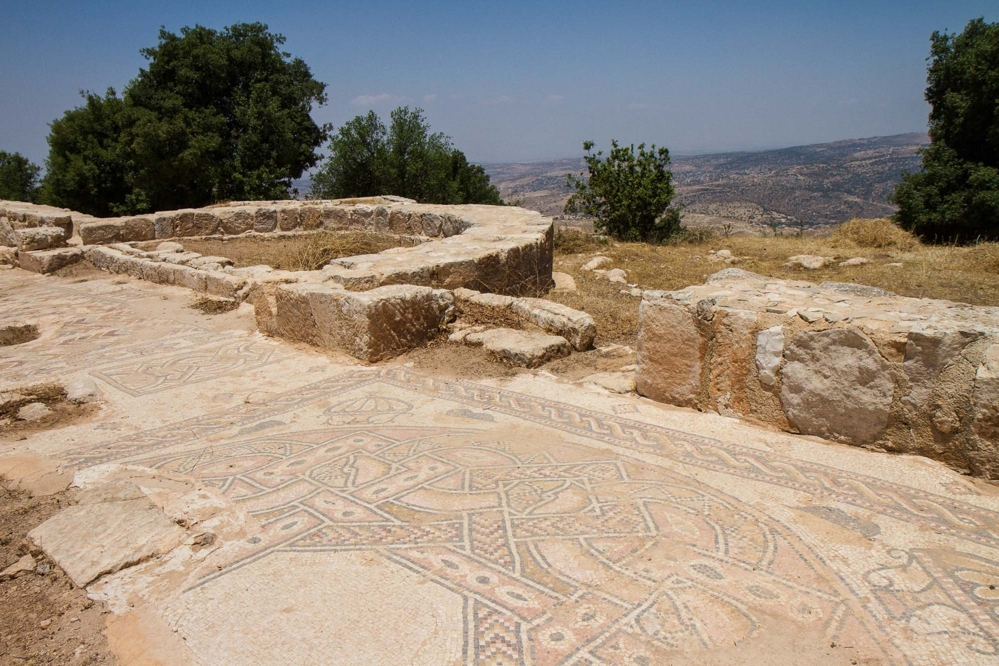 mar elias mosaics and view. Montaña de San Elías
