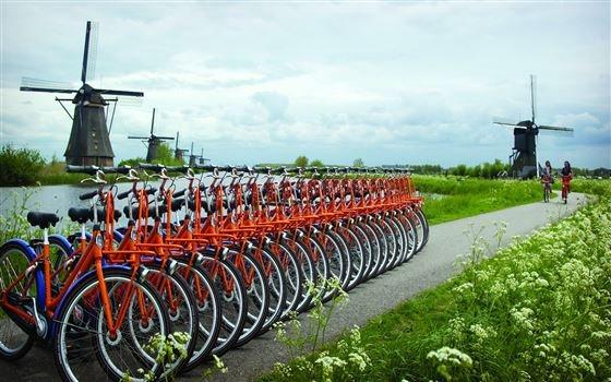 42545 fullimage rental bikes near the kinderdijk 560x350.JPG. Ruta del Rin