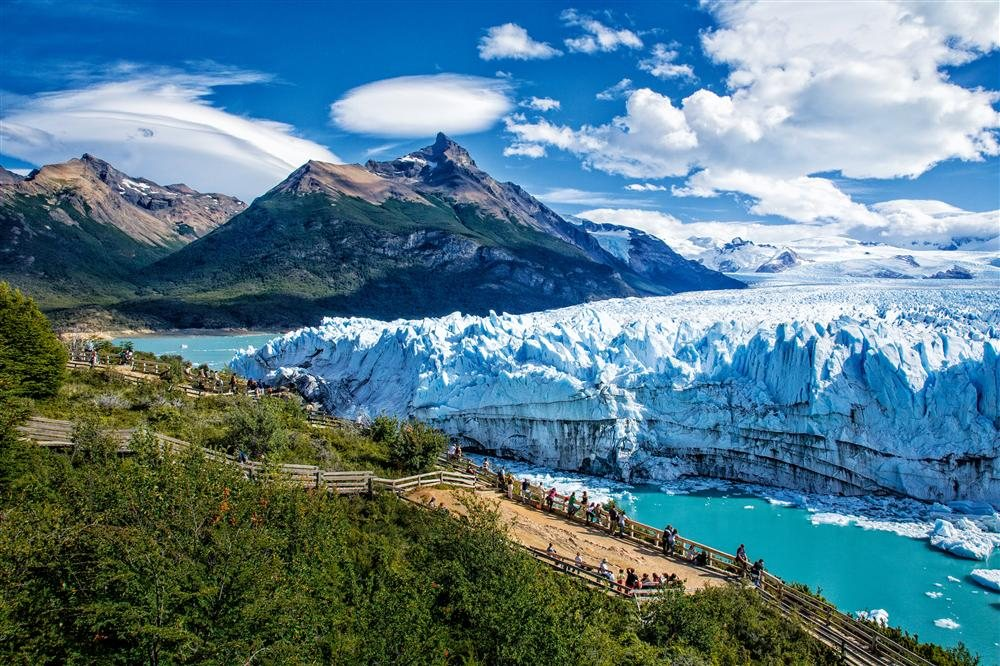 https://viajes.nationalgeographic.com.es/medio/2014/11/20/sb_watching_the_glacier_1000x666.jpg