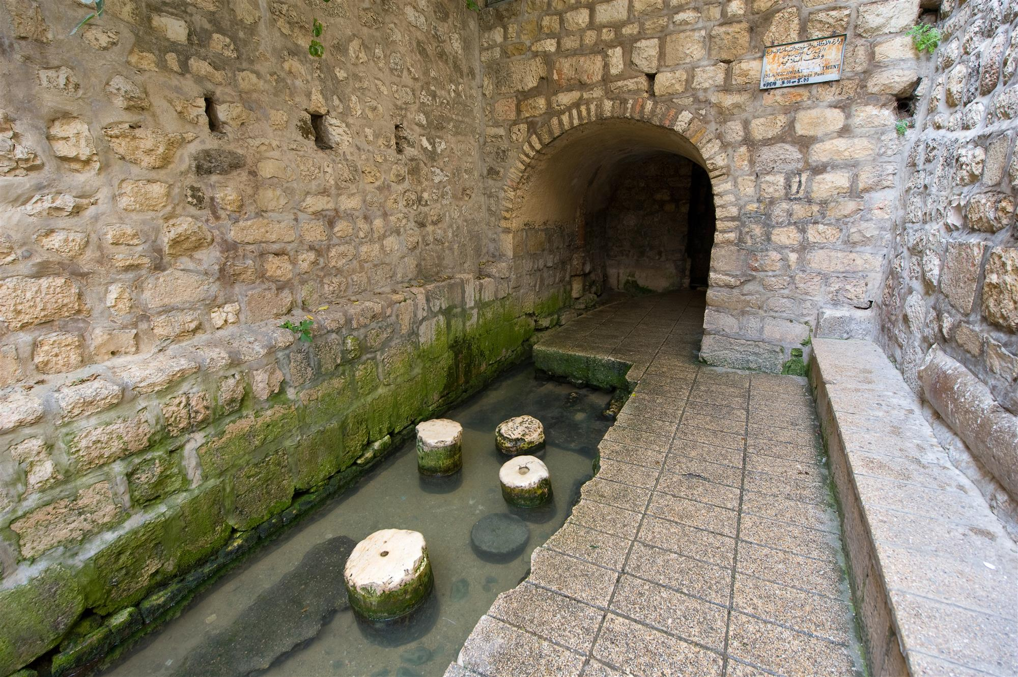 The pool of Siloam at the end of Hezekiah's tunnel is a rock-cut pool on the southern slope of 'the City David' in JerusaleM. Piscina de Siloé, Ciudad de David