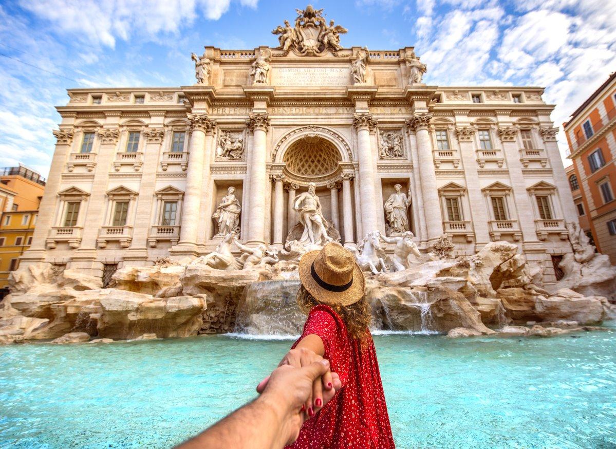 iStock-1039725760. Fontana de Trevi