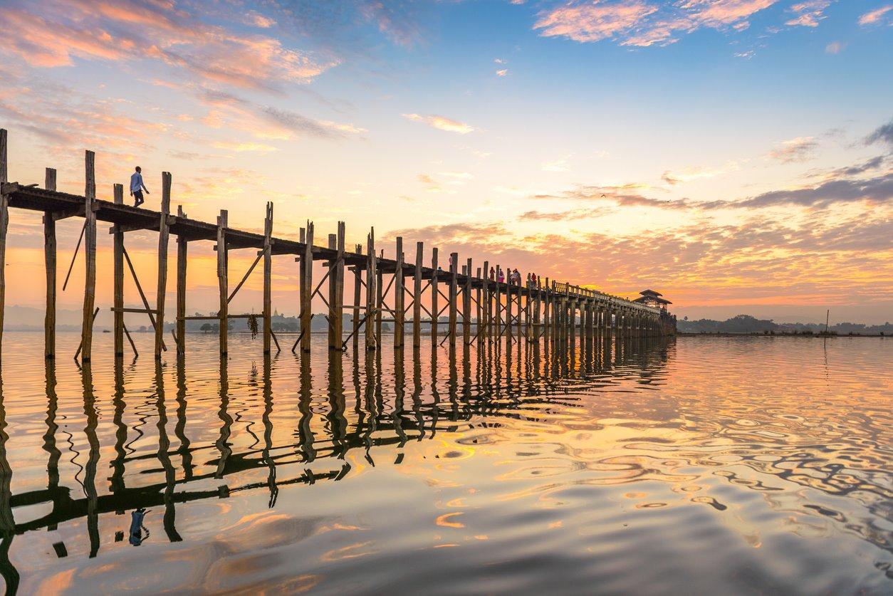 iStock-577308834. Puente U-Bein en Myanmar