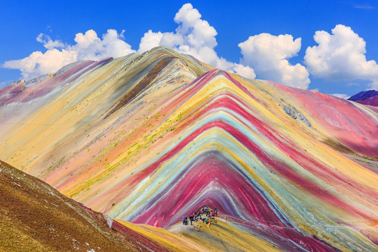 iStock-697536374. Montaña de los siete colores, Perú