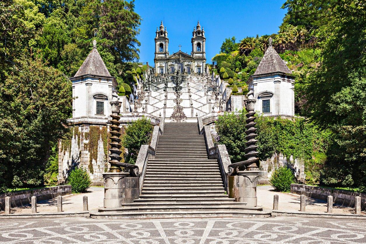 iStock-515749442. Santuario de Bom Jesus en Braga (Portugal)