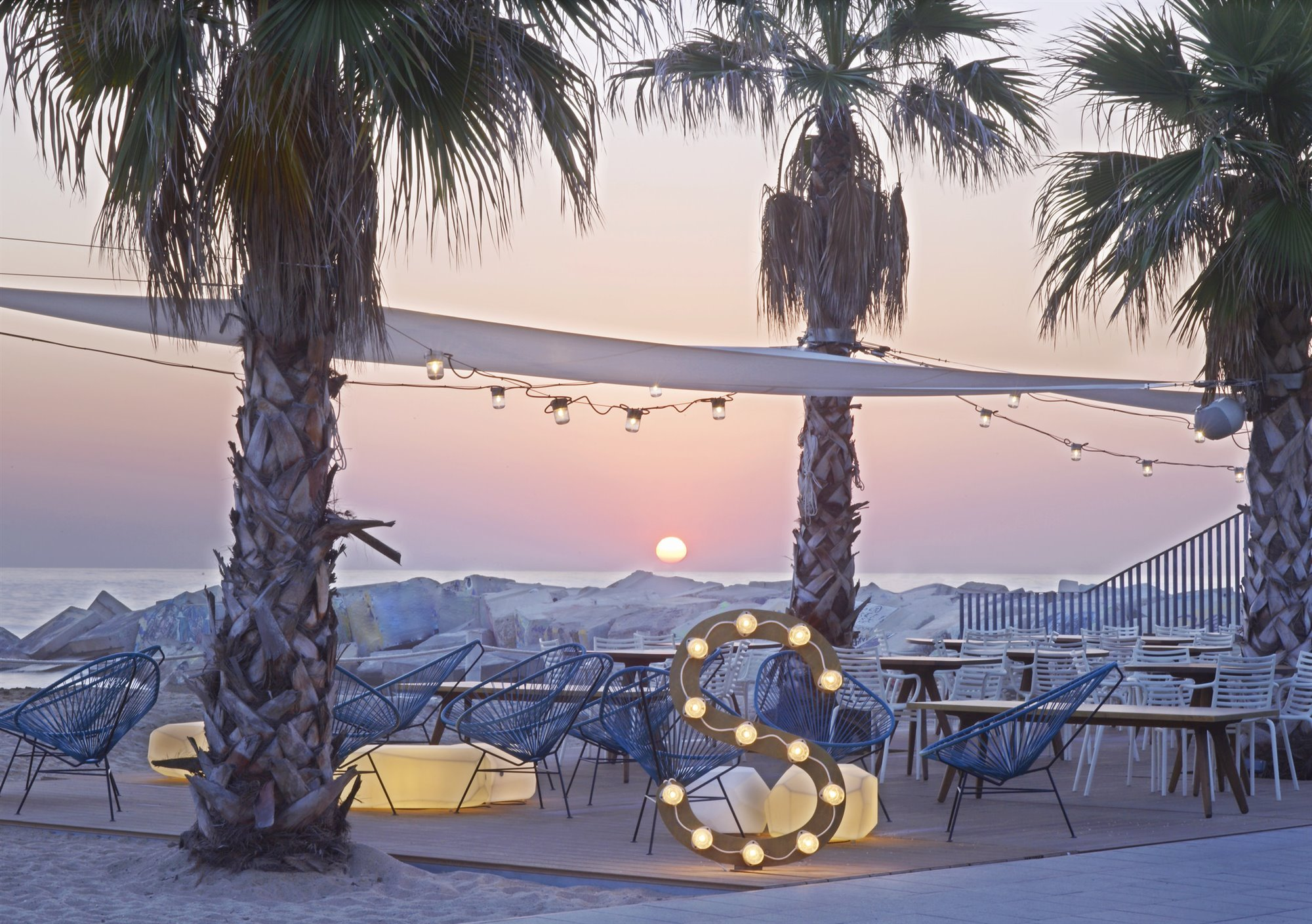 SALT Beach Club 2. Sal Beach Club (Barcelona)