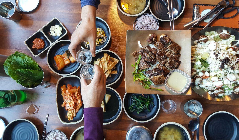 comida coreana. Soju y comida...