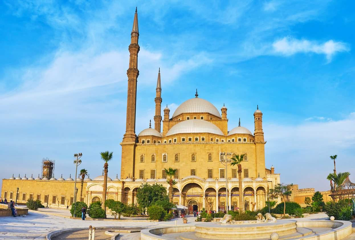 iStock-1069687622. Mezquitas, ciudadelas y bazares