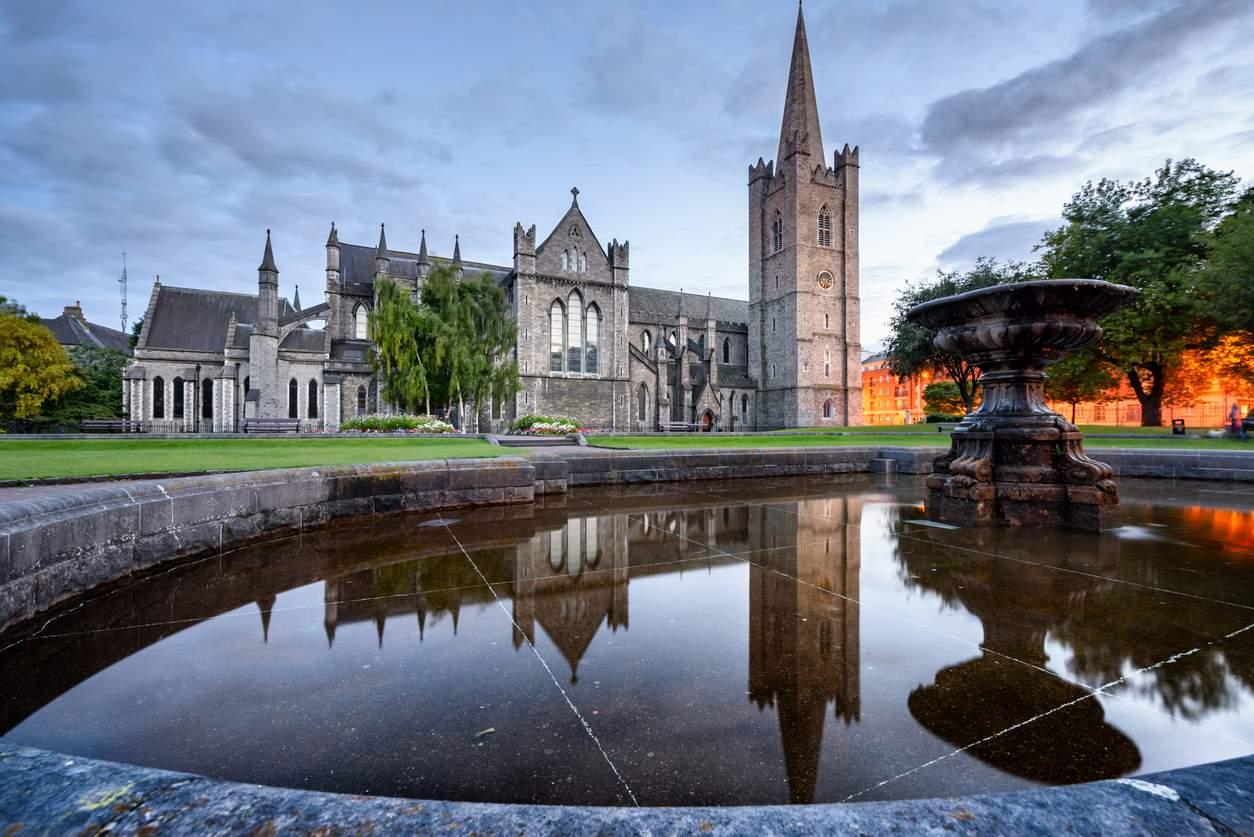 iStock-951695736. En el #3: Dos catedrales y un castillo
