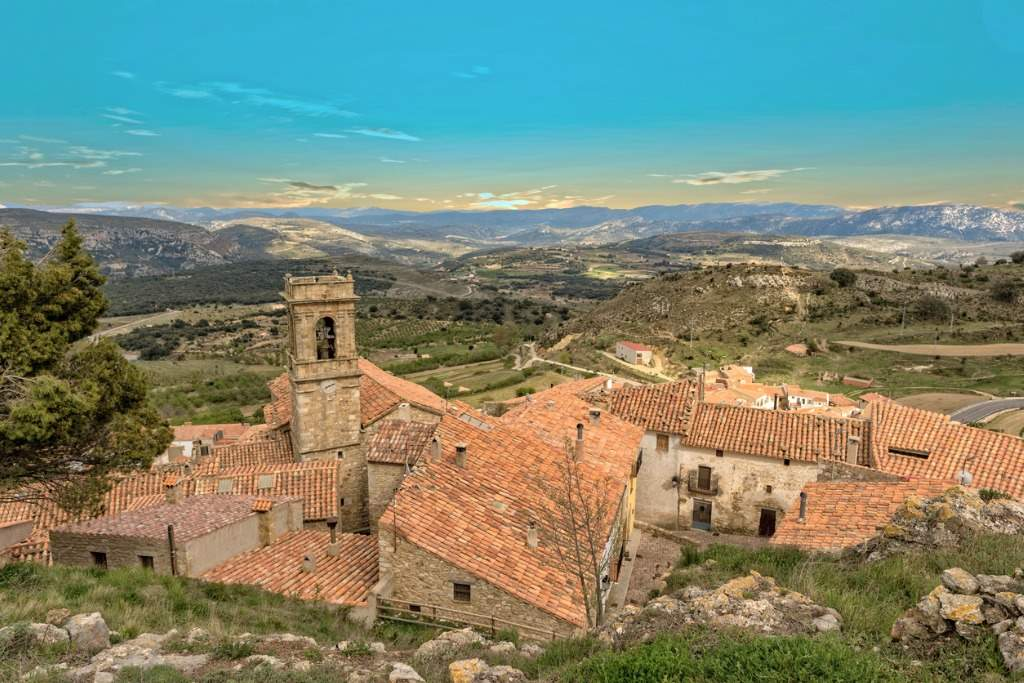 the-town-of-culla-at-sunset-in-castellon-picture-id922044016. L' Alt Maestrat (C. Valenciana)