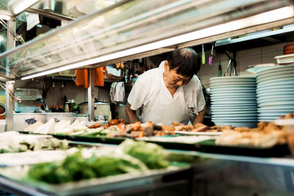 La-cultura-de-los-hawkers-en-singapur-practicas-culinarias-y-comidas-en-comun-en-un-contexto-urbano-multicultural_229f2930_1000x668