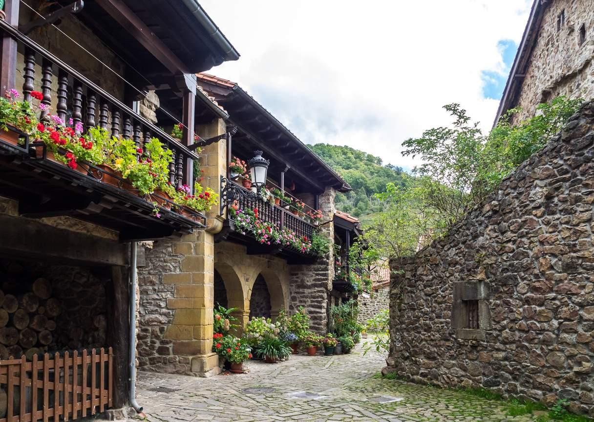 iStock-1156710596. El popular encanto de Bárcena Mayor